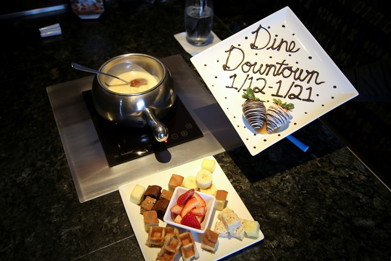 Banana Foster fondue and chocolate-dipped strawberries. Photo by Brandon Darnell.