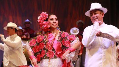 Ballet Folclorico Nacional de Mexico de Silvia Loz...